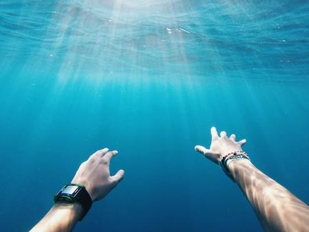 10 pulseras de actividad y smartwatches para medir tus entrenos de natación