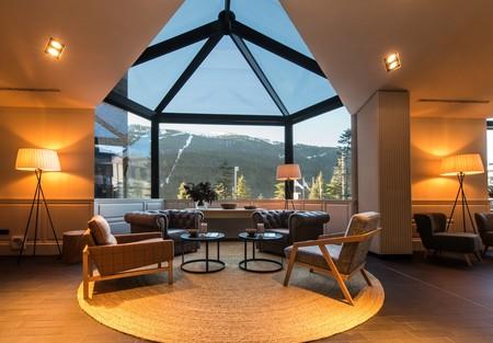 Pilar Líbano redecora el lobby y el restaurante efímero del Park Piolets MountainHotel & Spa