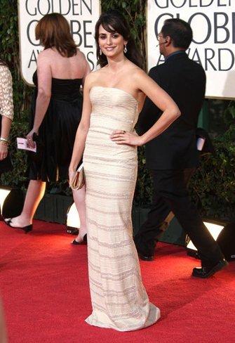 El vestido de novia de Penélope Cruz: sus mejores looks con vestidos de fiesta blancos. Armani Prive