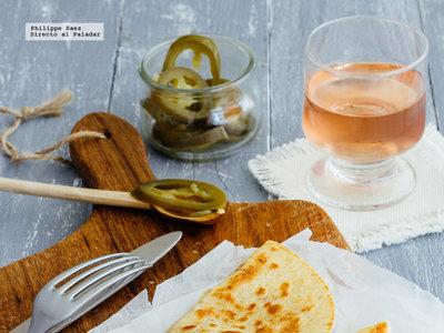 Quesadillas de jamón serrano y queso de cabra. Receta mexicana fácil