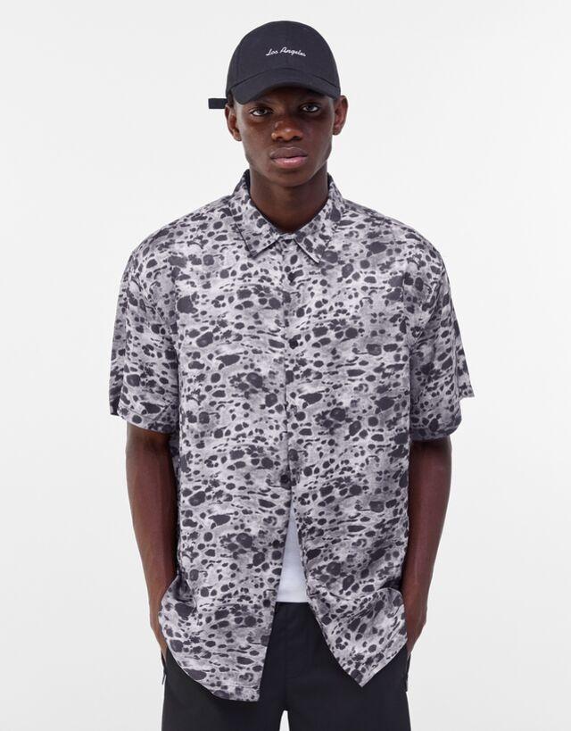 Camisa manga corta con estampado animal print