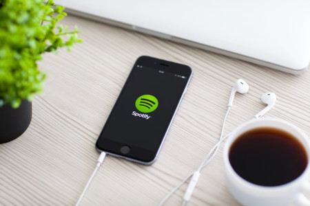 Spotify está tomando represalias contra artistas que dan exclusivas a Apple, según Bloomberg (Actualizado)