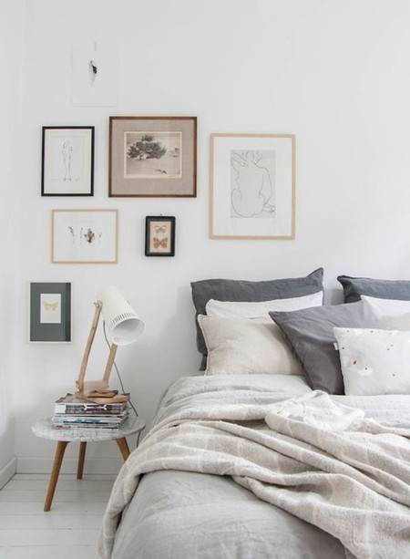 7 ideas para crear un dormitorio en gris for Quadros dormitorio