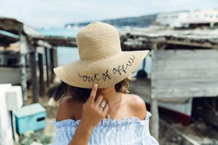 Mensaje en un sombrero. La última tendencia de las bloggers que ¿llegará a la vida real?