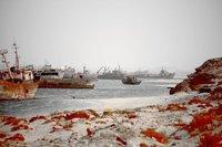 Dos cementerios de barcos: uno muy caliente y el otro muy frío