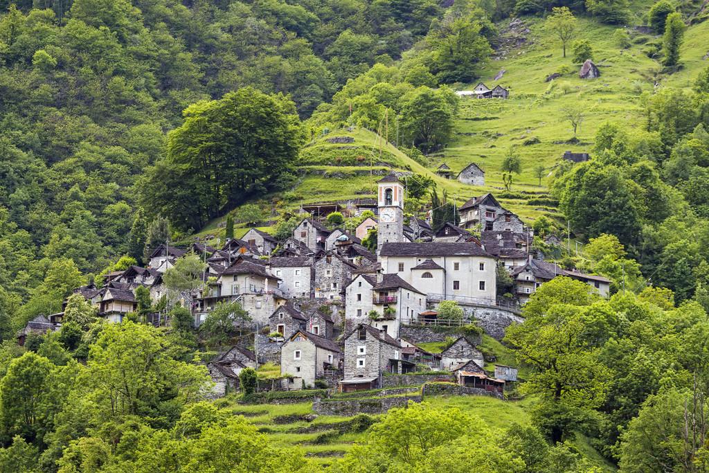 Corippo, el pequeño pueblo suizo que se convertirá en un hotel