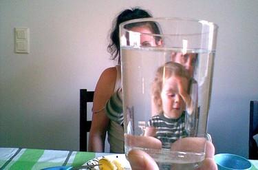 Mitos sobre la lactancia materna: para que una mujer tenga suficiente leche debe beber agua en abundancia