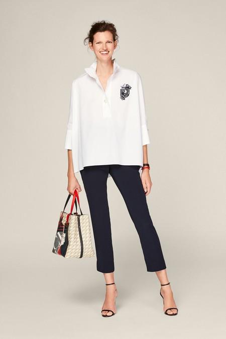 Camisa evasé de algodón con el Escudo de las iniciales de Carolina, Polka Dots y Jasmine bordados con detalle de perlas.