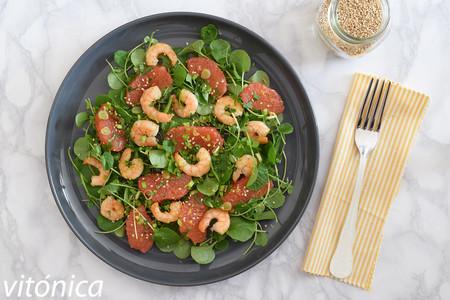 Ensalada de pomelo y gambas: receta saludable con toque asiático
