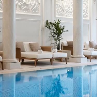 Maravillosa nueva zona de relax del hotel Shangri-La de París con mobiliario de Point