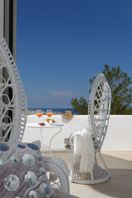 Villa Zoé, minimalismo con toques étnicos para disfrutar de la luz de Creta