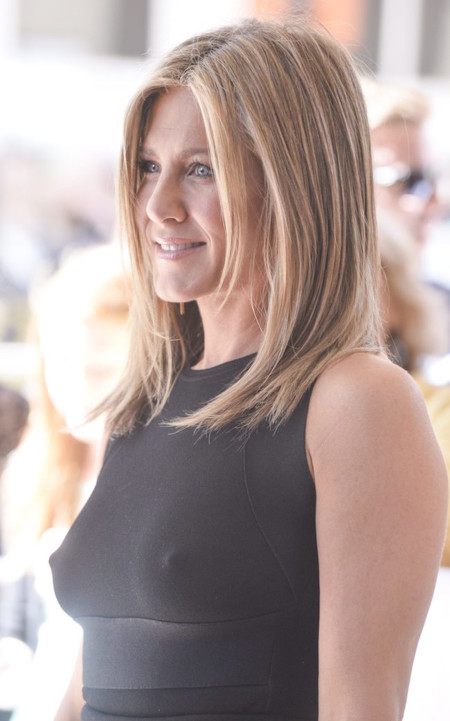 Jennifer Aniston Sin Sujetador