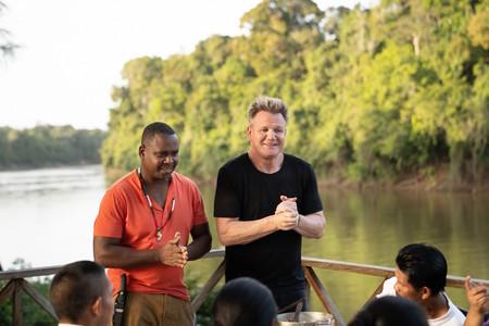 El chef Gordon Ramsay y el chef Delven Adams en Sabores Extremos, Guyana. Foto: National Geographic y Justin Mandel.
