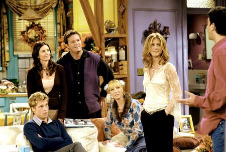 Repasamos algunos de los looks más míticos de Friends y los adaptamos a las tendencias actuales con prendas de esta temporada