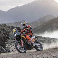 Otro favorito que abandona el Dakar: Sam Sunderland destrozó su KTM tras una fuerte caída