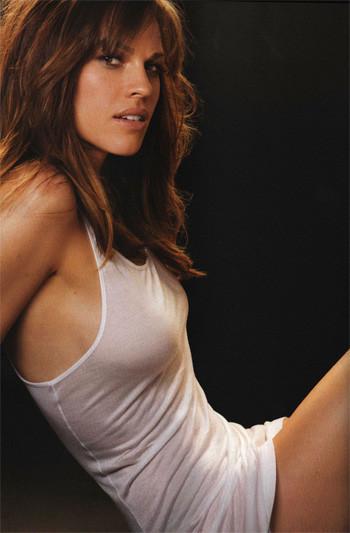 Hilary Swank en Esquire, dos oscars y una camiseta ajustada