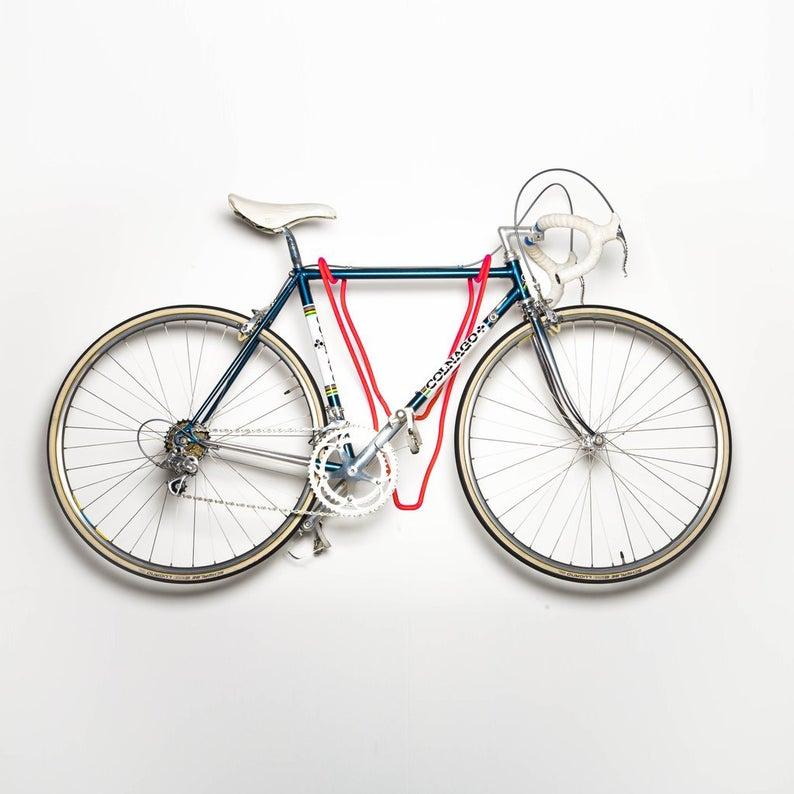 Guarda tu bicicleta con estilo en formato trofeo