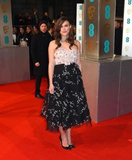 Keira Knightley, una futura mamá con mucho estilo en la alfombra roja de los BAFTA 2015