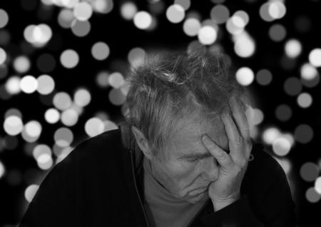 El Alzheimer no se contagia, pero un reciente estudio sugiere que podría transmitirse de una persona a otra