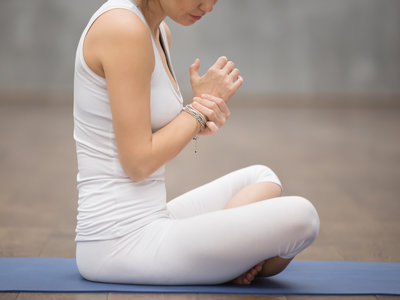 Me duelen las muñecas al hacer Yoga: algunas soluciones sencillas para evitar el dolor