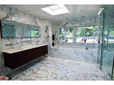 El baño de mármol de Mel B.