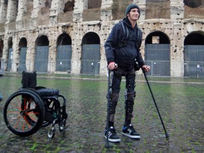 Volver a caminar puede ser una realidad gracias a este exoesqueleto de 40.000 dólares