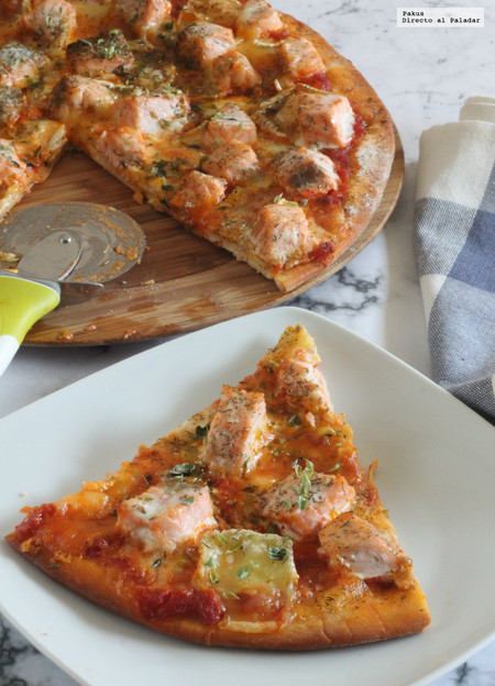 Pizza de salmón y queso brie al eneldo. Receta para sorprender