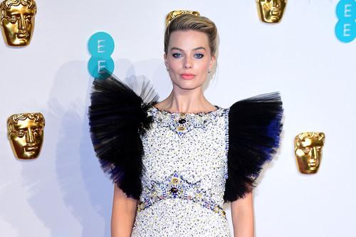 Premios BAFTA 2019: Margot Robbie luce uno de los vestidos más impresionantes de la noche