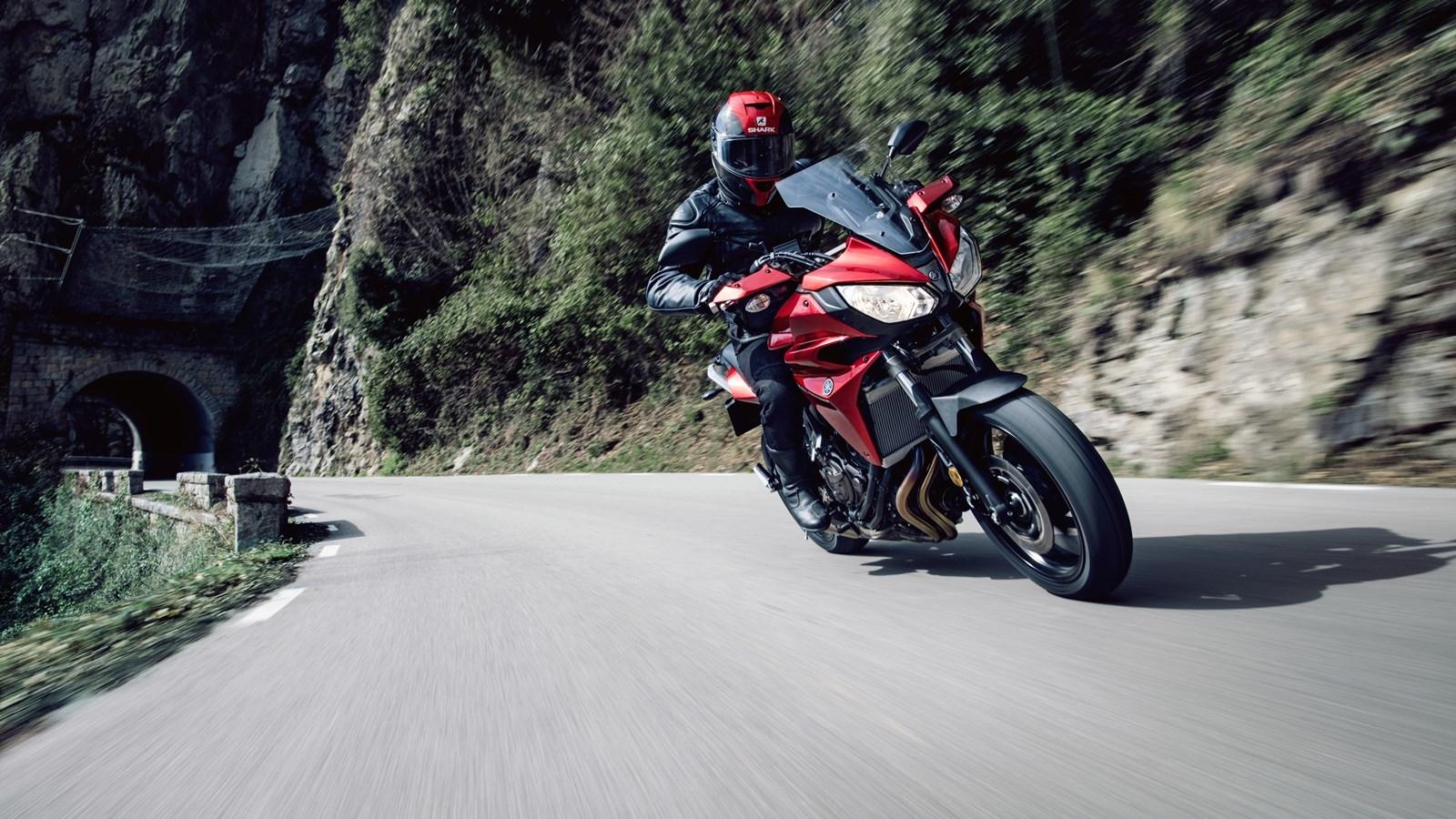Foto de Yamaha Tracer 700 Acción y estáticas (2/26)