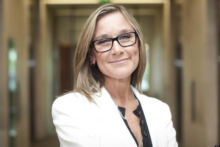 Angela Ahrendts se integra como responsable de las tiendas físicas y en línea de Apple