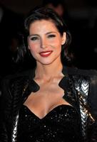 El nuevo look de Elsa Pataky en los NRJ Music Awards 2010: pelo negro y labios rojos
