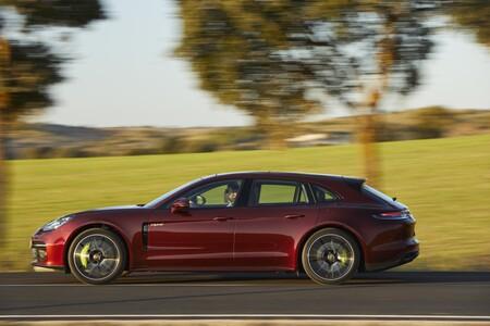 Probamos el Porsche Panamera: la berlina deportiva híbrida o de combustión asombra ahora con hasta 700 CV de potencia