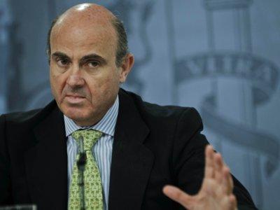 Guindos se va de gira para quitar el miedo independentista a los inversores