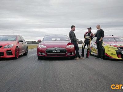 El Tesla Model S P85D se enfrenta a un V8 Supercar