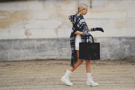 Clonados y pillados: si sueñas con la famosa capa a cuadros de Dior, ahora puedes tenerla por menos gracias a Mango