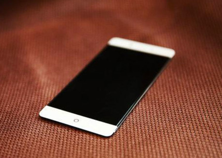El Nubia Z11 repite pantalla sin marcos y disminuye en grosor: ¿disminuirá también en comodidad?