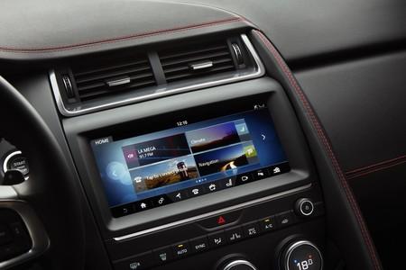 Jaguar E-PACE pantalla interior