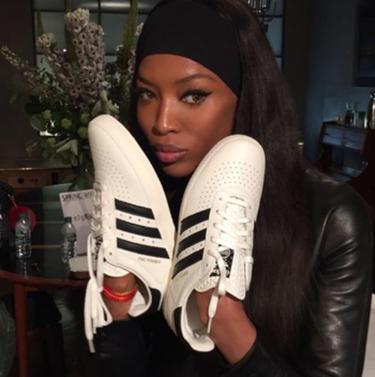 Naomi Campbell la lia en Instagram: Copia y pega el texto que la marca que patrocina la foto le manda a su mail