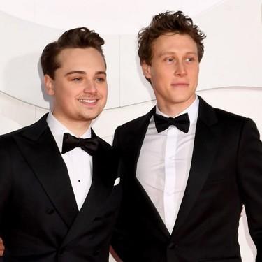 Los hombres mejor vestidos de los premios BAFTA rescatan el look de tres piezas