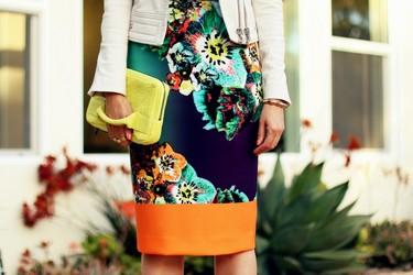 Celebramos la primavera con un street style lleno de color, porque hasta las calles están floreciendo