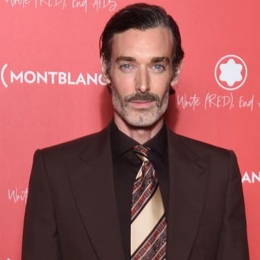 El perfecto toque retro para el look de otoño lo ha llevado Richard Biedul en la gala de Montblanc
