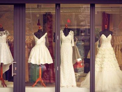 El cierre de una marca de moda nupcial en Estados Unidos desata una ola de solidaridad entre novias en las redes