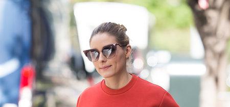 Olivia Palermo y su look de combinaciones imposibles con dos bolsos