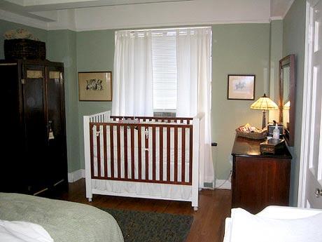 Cuando la cuna est en la habitaci n de los padres for Habitacion que utiliza un conserje