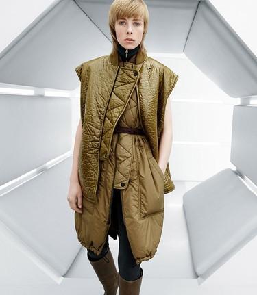 H&M Studio ficha a Edie Campbell para su catálogo más futurista