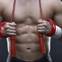 Tres rutinas para quemar grasas y calorías saltando a la comba