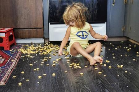 Nina Desorden En Cocina