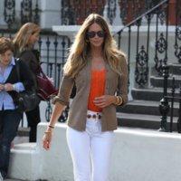 Las celebrities y las streetstylers eligen las sandalias para la primavera en la calle