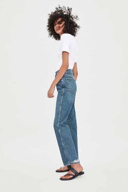 Zara apuesta fuerte por la customización permitiendo a sus clientes bordar en algunas de sus prendas vaqueras