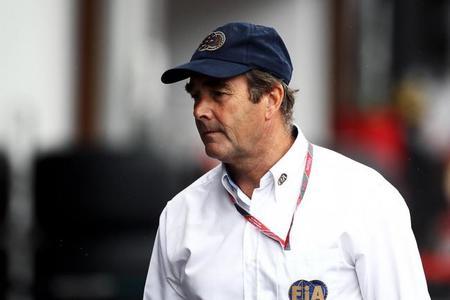 Nigel Mansell cree que Michael Schumacher se quedará en la Fórmula 1 para 2013